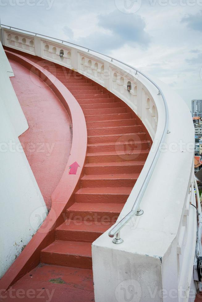 böjda trappor i Thailand foto