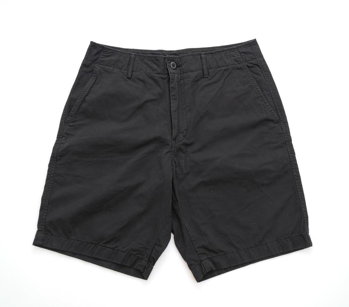 svarta shortsbyxor vikta isolerade på vit bakgrund foto
