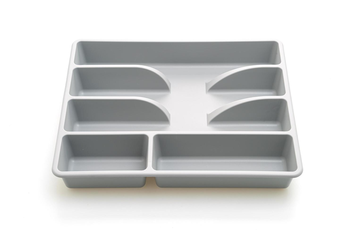 kökslåda med bestick för skedar, gafflar, knivar på vit bakgrund foto