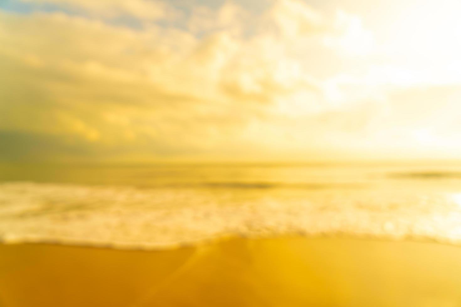 abstrakt suddighet strandhav vid soluppgång eller solnedgång för bakgrund foto