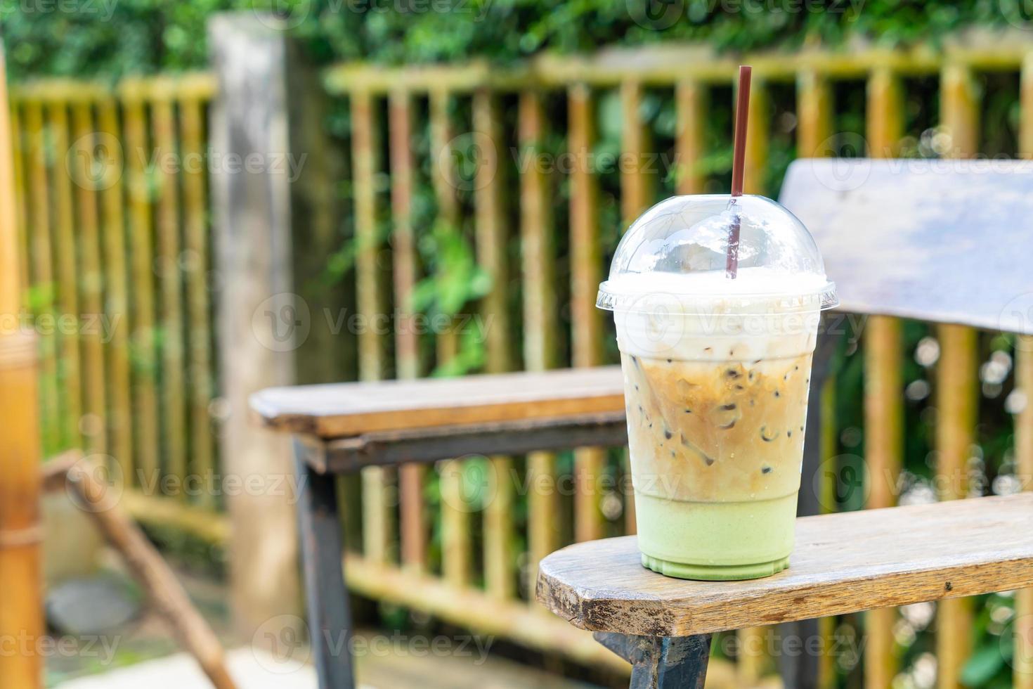 espressokaffe med matcha-grönt te-glas foto