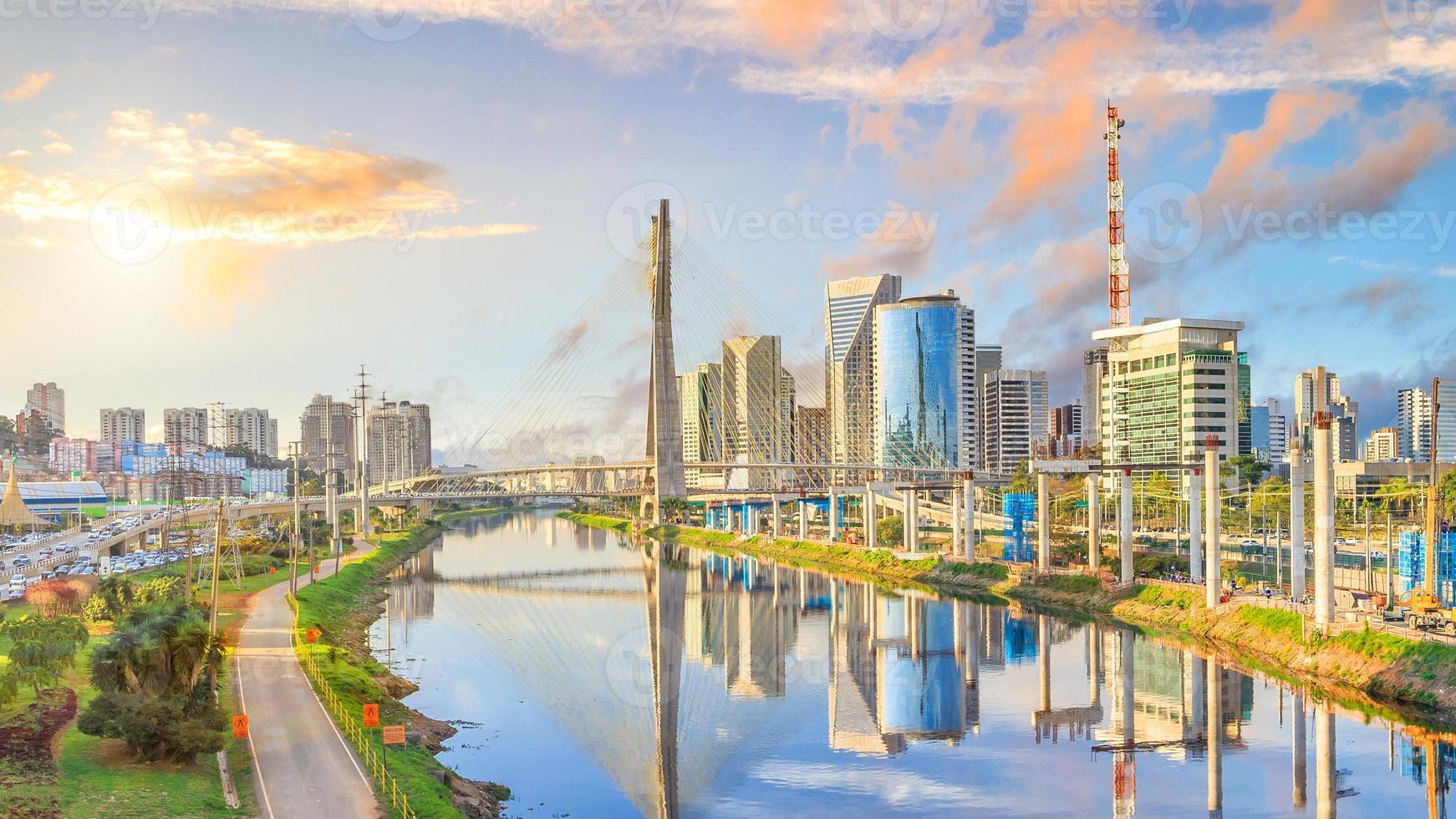 octavio frias de oliveira -bron i Sao Paulo foto