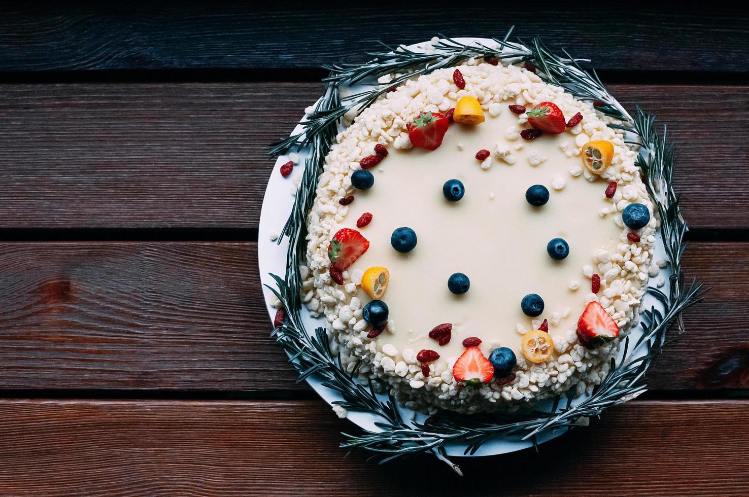 ovanifrån vit choklad rund tårta foto