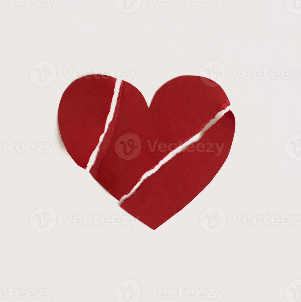 sönderrivet papper hjärta foto