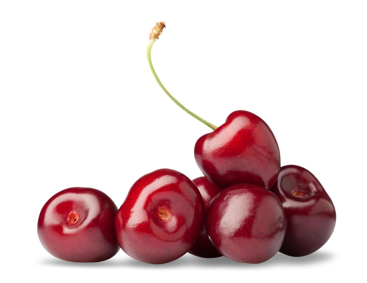 en handfull röd körsbär foto