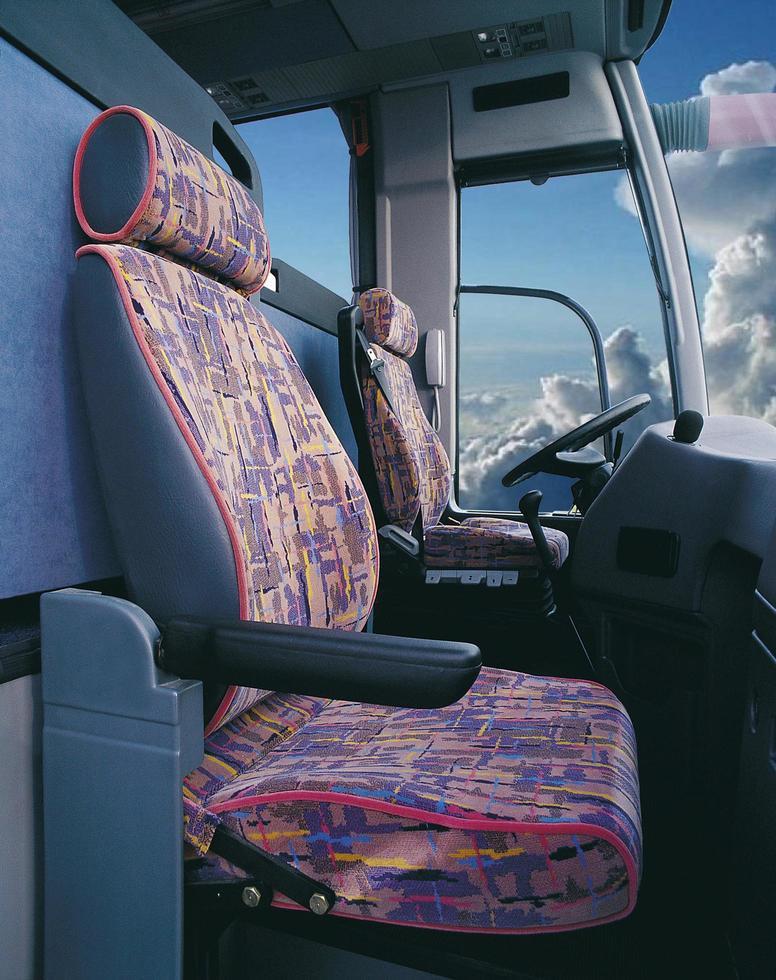 förarutrymmet på en gammal buss foto
