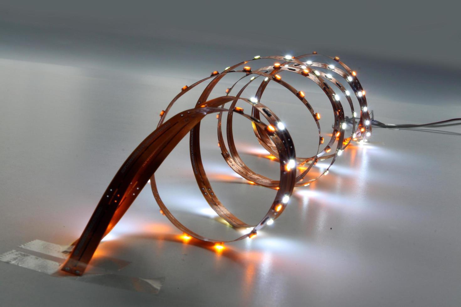LED -armaturer i olika färger för dekorativ belysning foto