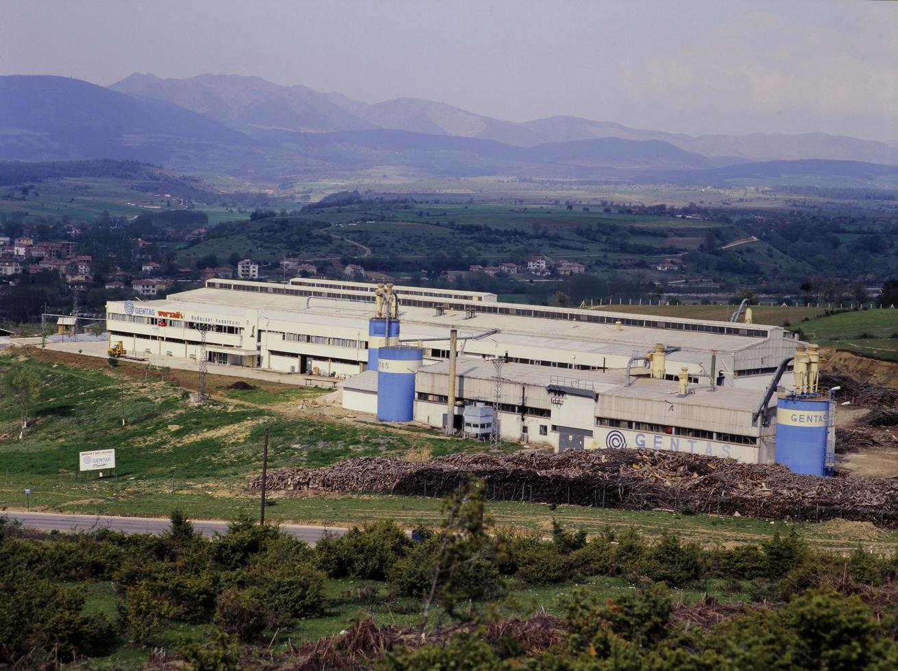 kalkon, 2021 - flygfoto över en träfabrik foto