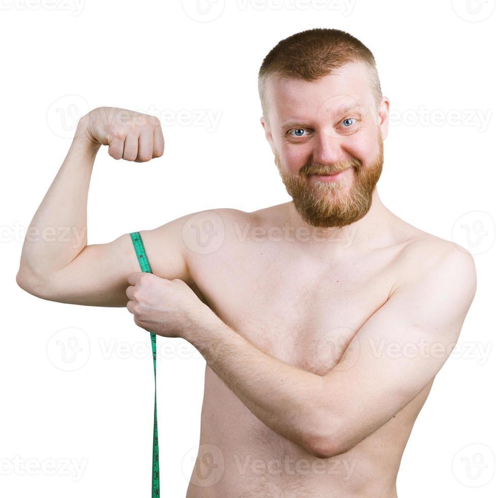 skäggig man mäter sin lilla biceps foto