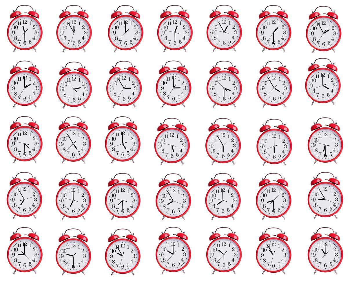 väckarklockor visar tiden från en timme till tolv foto