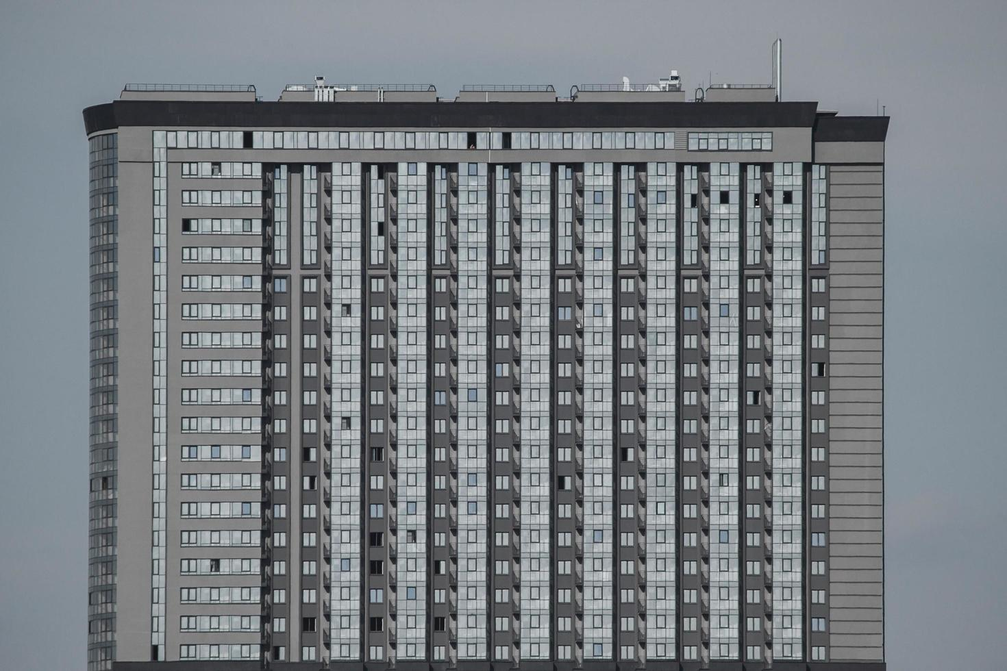 fasad av en kontorsbyggnad. foto