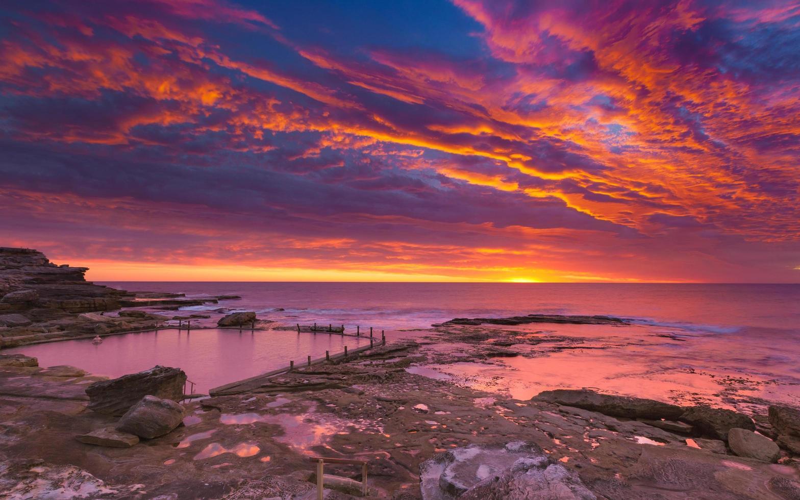 rosa solnedgång och himmel foto