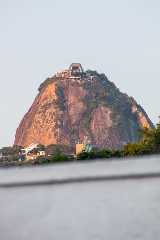Rio de Janeiro, Brasilien, 2015 - Sockertoppsberget sett från Botafogo foto