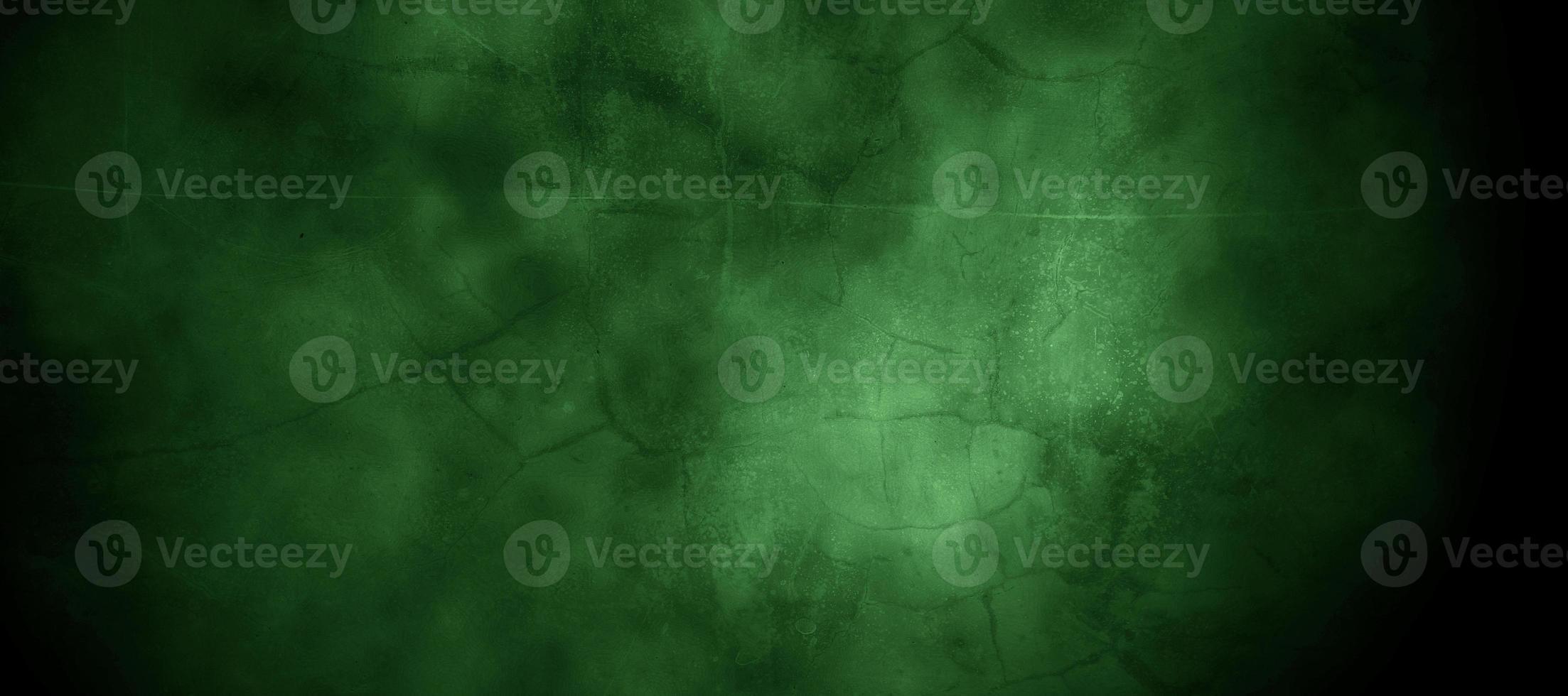 skrämmande mörkgrön dimmig sprucken vägg för bakgrund foto