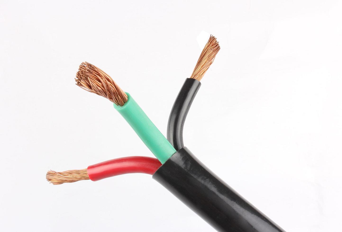 elektrisk kabel på vit bakgrund foto