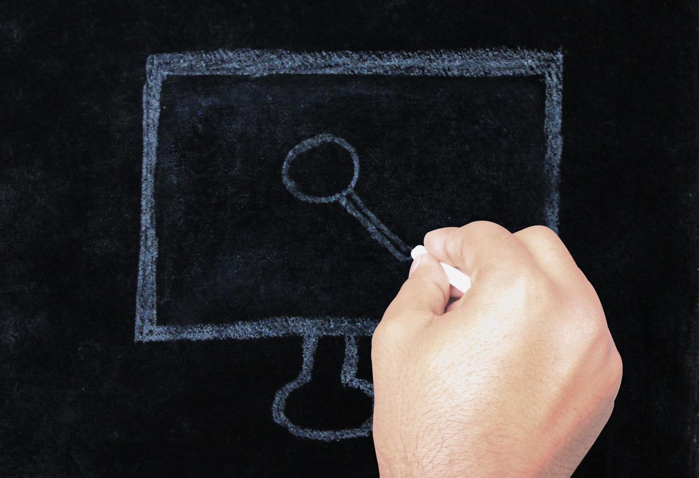 handritningssökikon på svarta tavlan foto