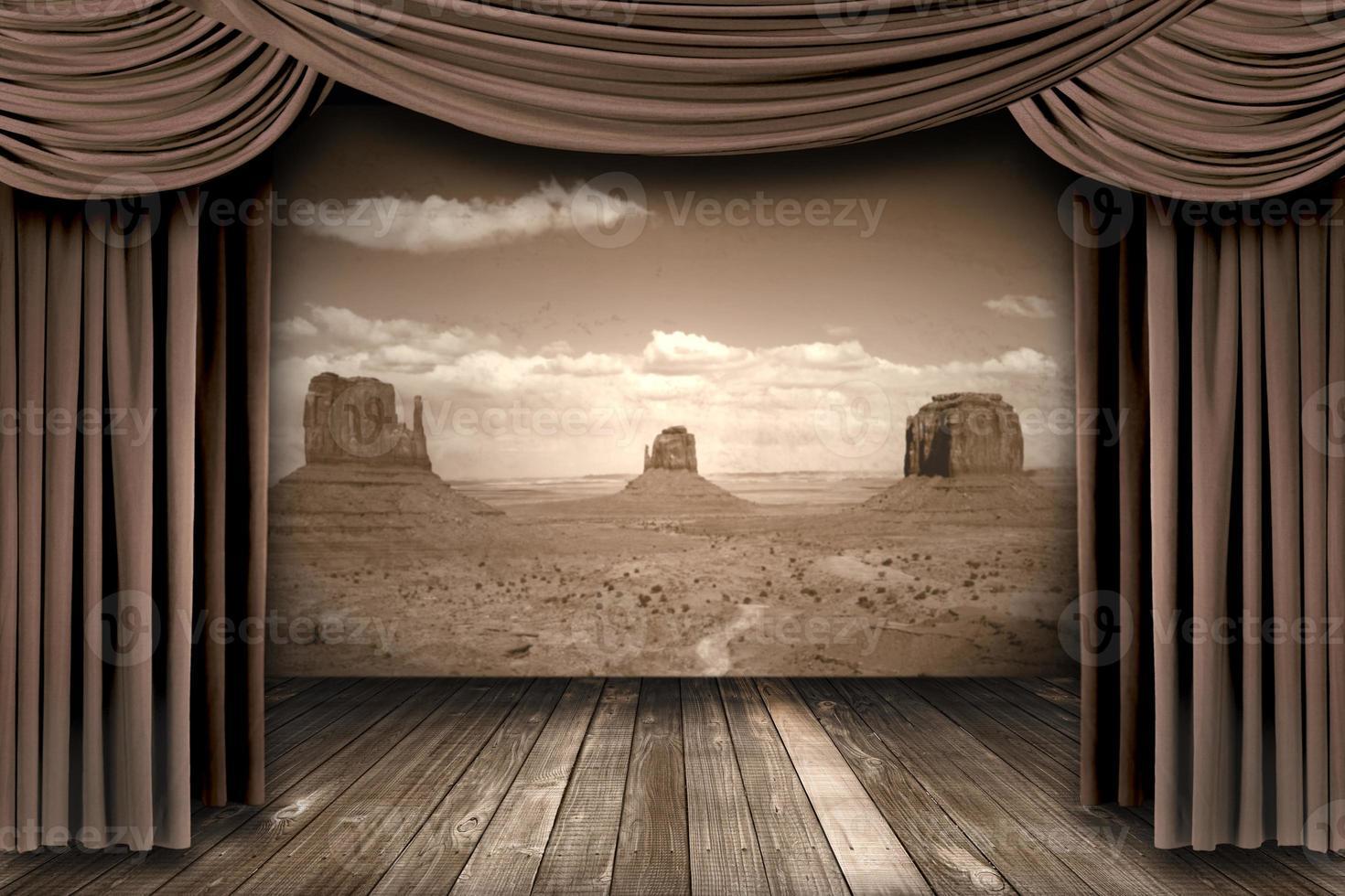 hängande scen teater gardiner med en ökenbakgrund foto