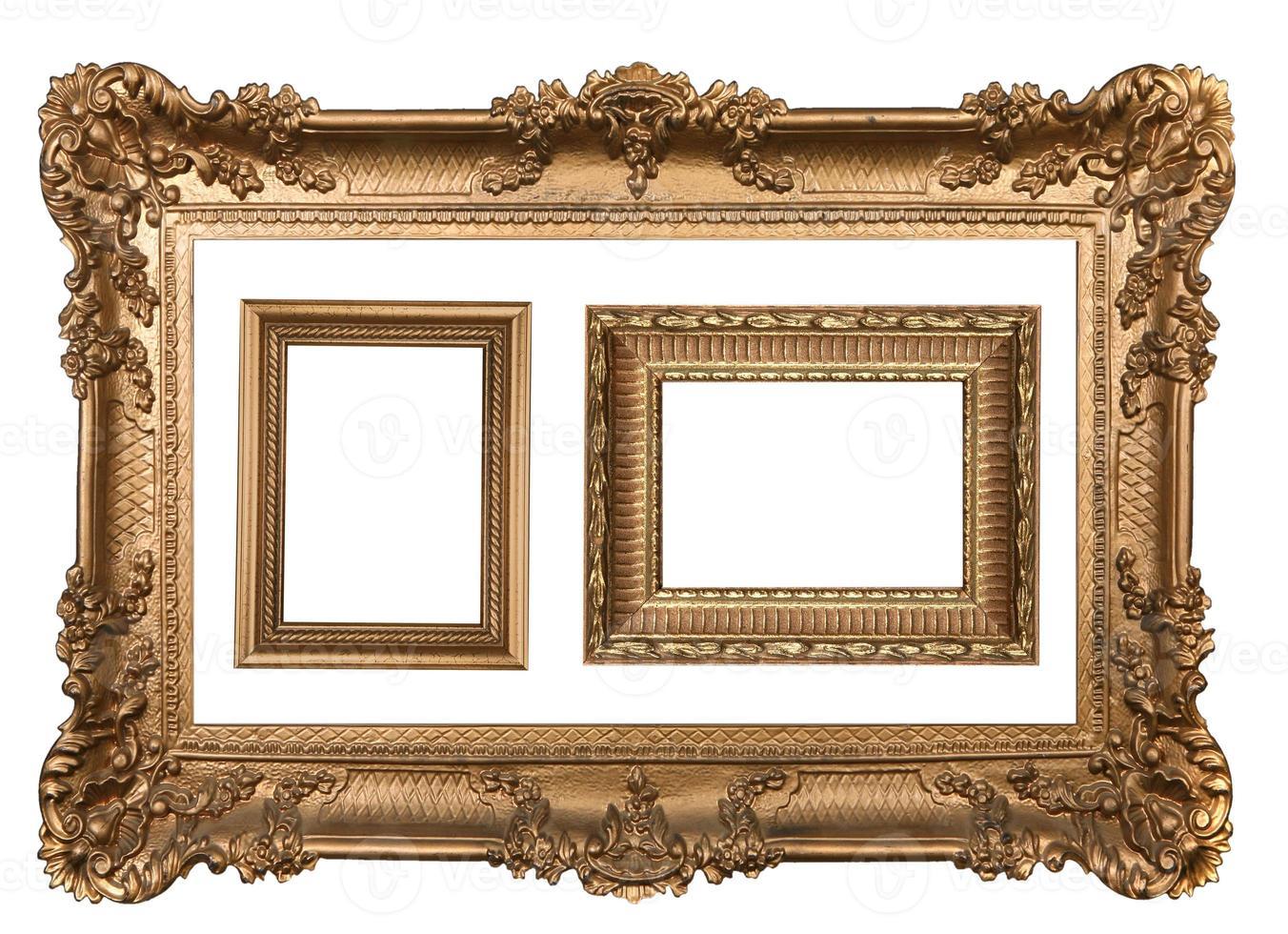 3 dekorativa guldramar i guldvägg foto