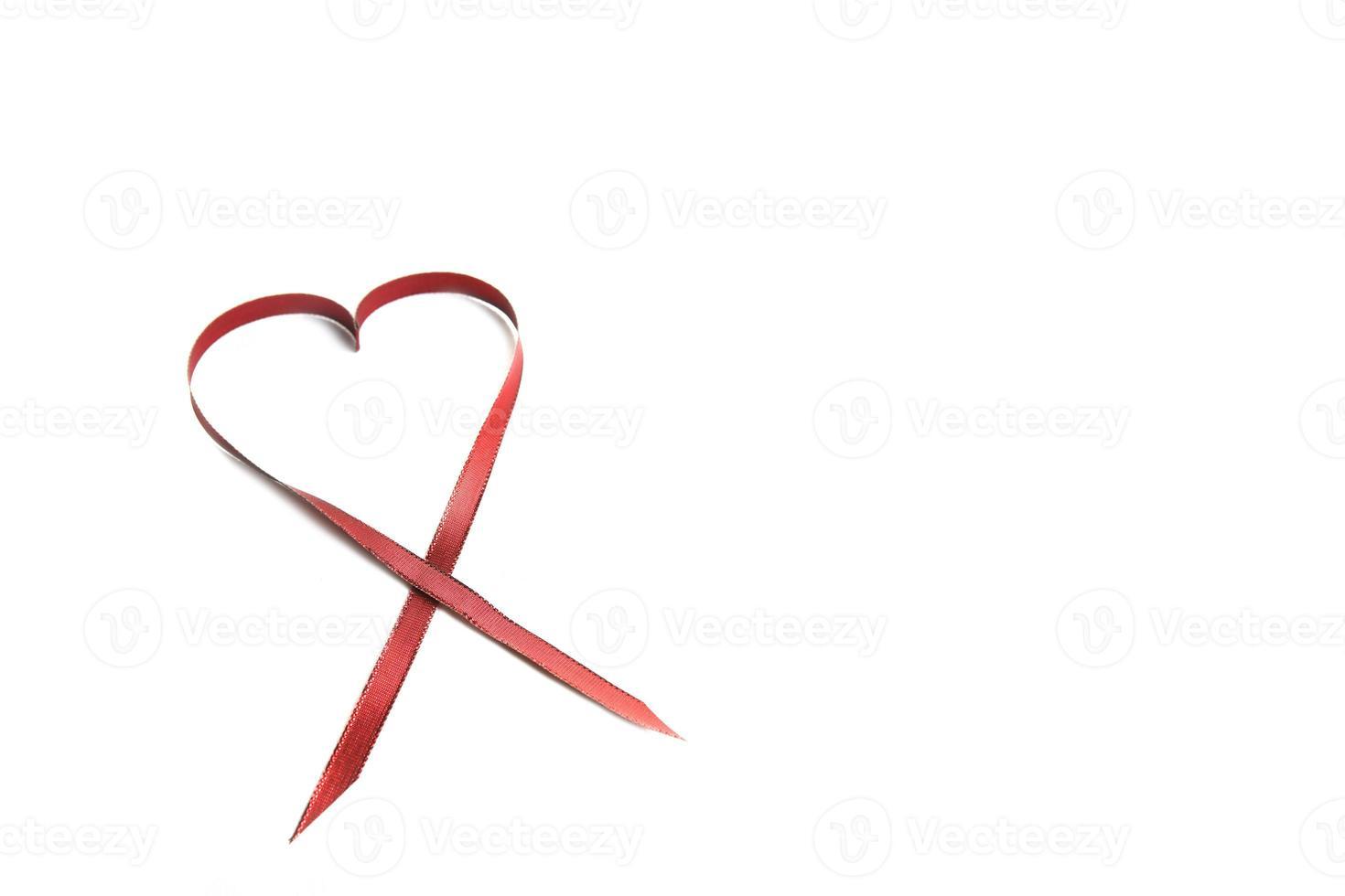 rött hjärtband med kopieringsutrymme foto
