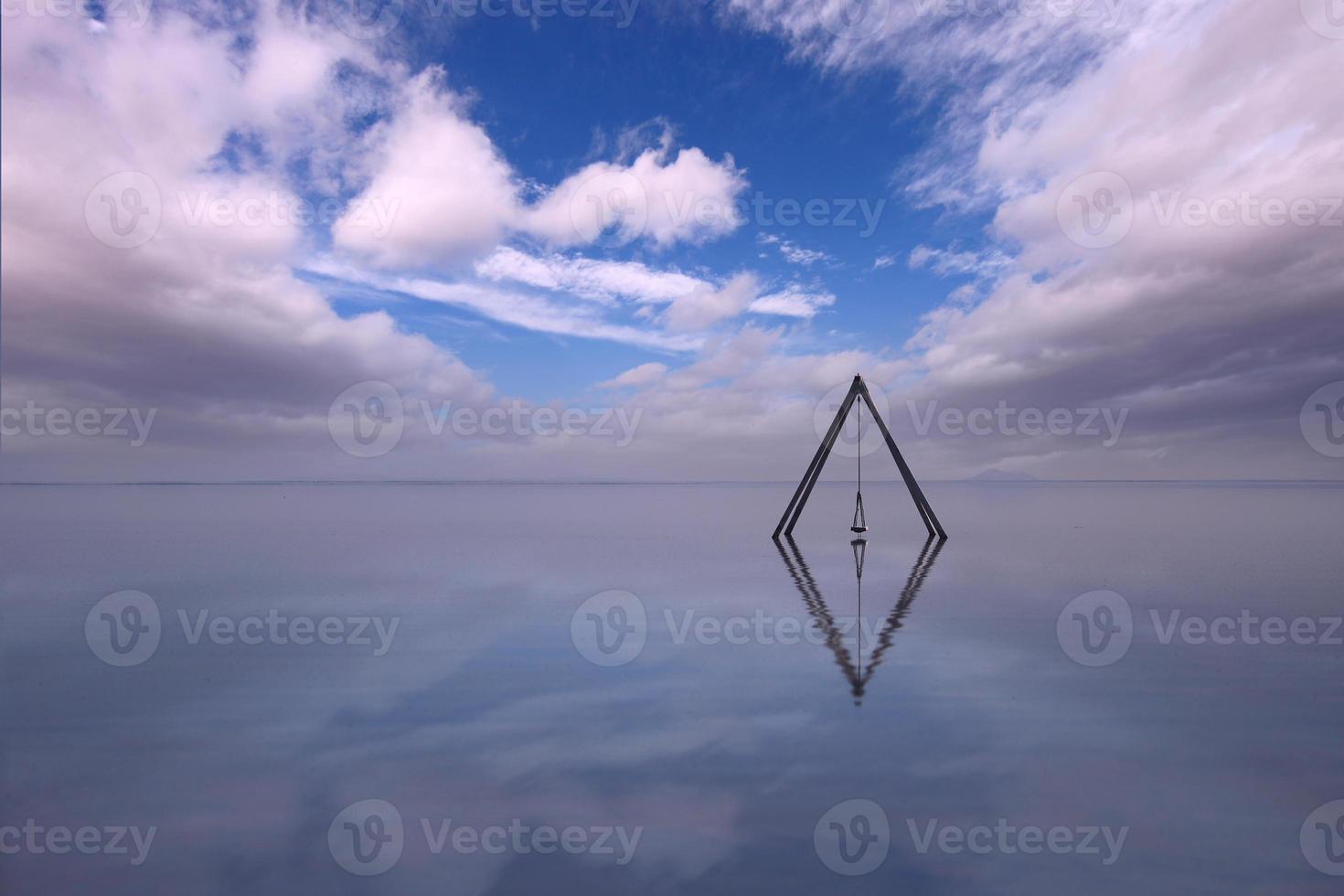 lugnt vatten i bombay beach california i salton havet foto