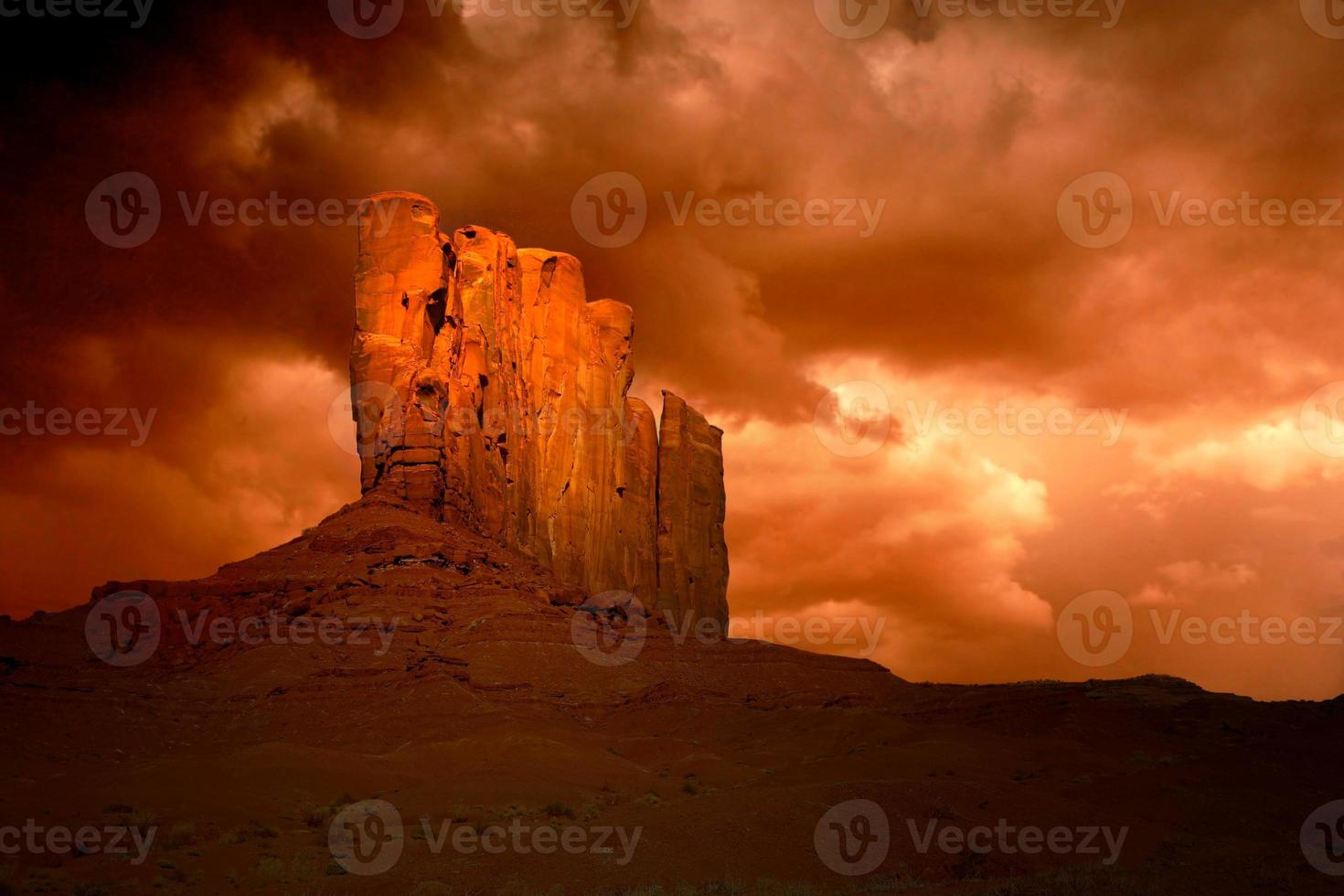 ond storm i monument valley arizona foto
