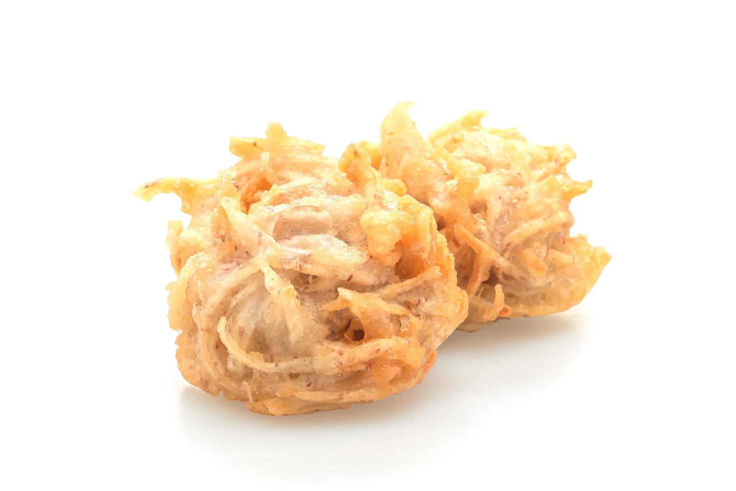 stekt taro isolerad på vit bakgrund - vegansk och vegetarisk matstil foto