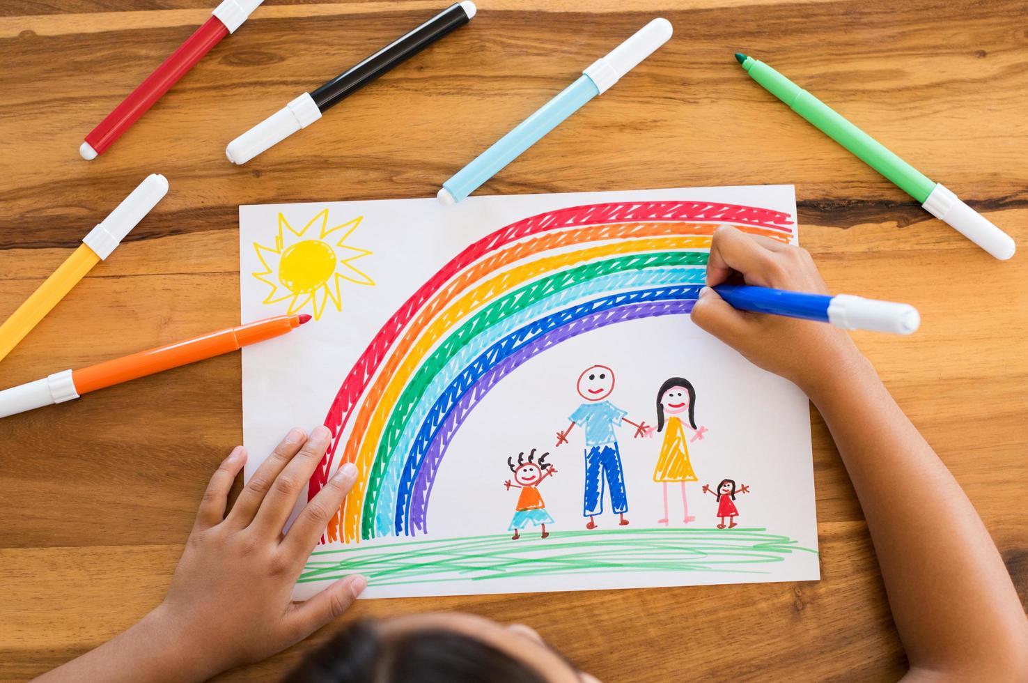 barn ritning lycklig familj foto