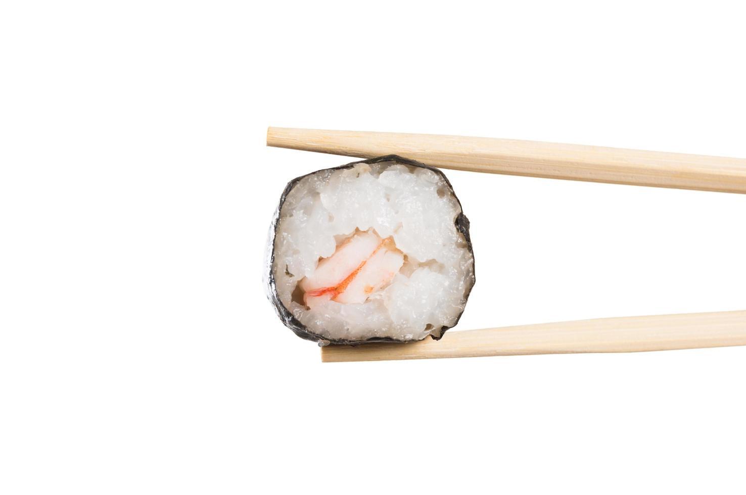 ätpinne med sushirulle närbild foto