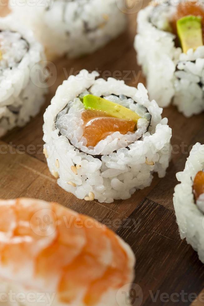 hälsosam japansk lax maki sushi foto