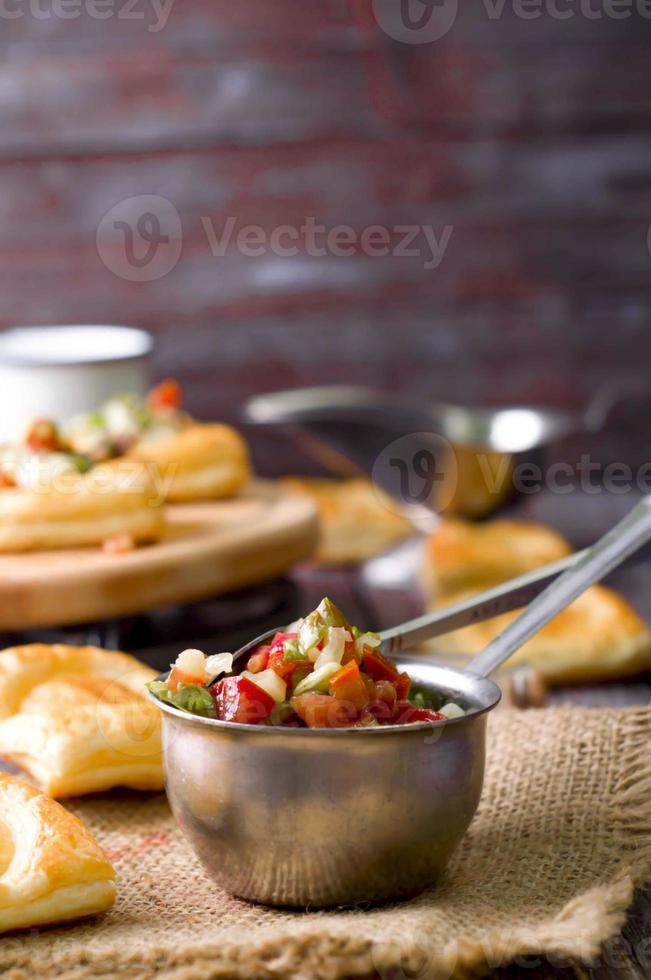 skål med mexikansk salsa foto
