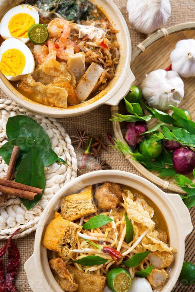 curry noodle och räkor mee foto