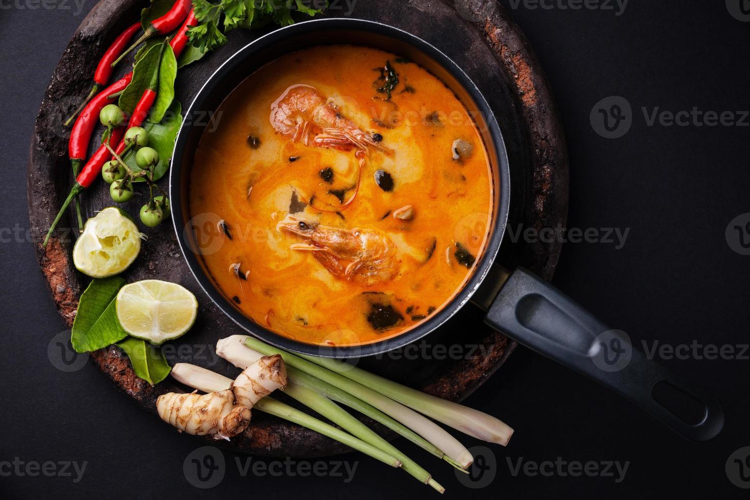 thailändsk soppa tom yam foto
