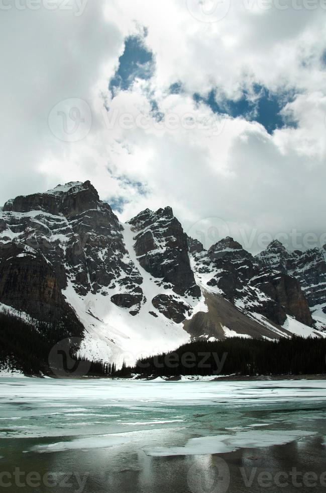 frusen lake louise, banff nationalpark foto