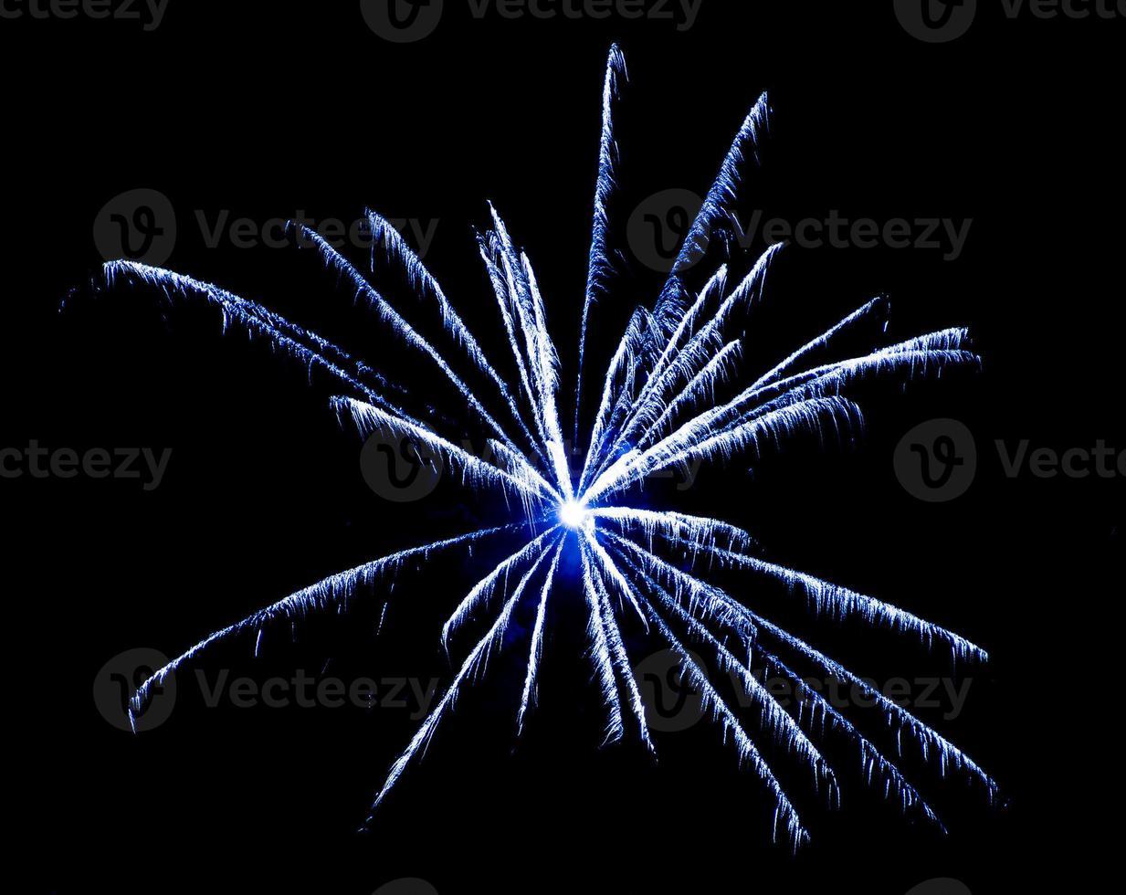 fyrverkerier på himlen. nyårsfirande. foto