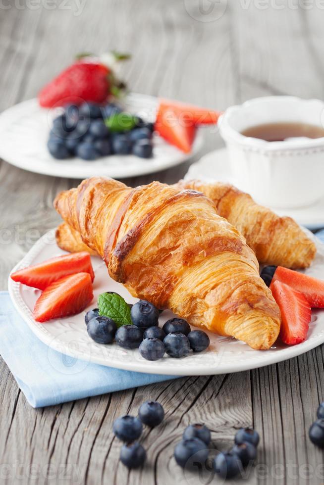 färska croissanter foto