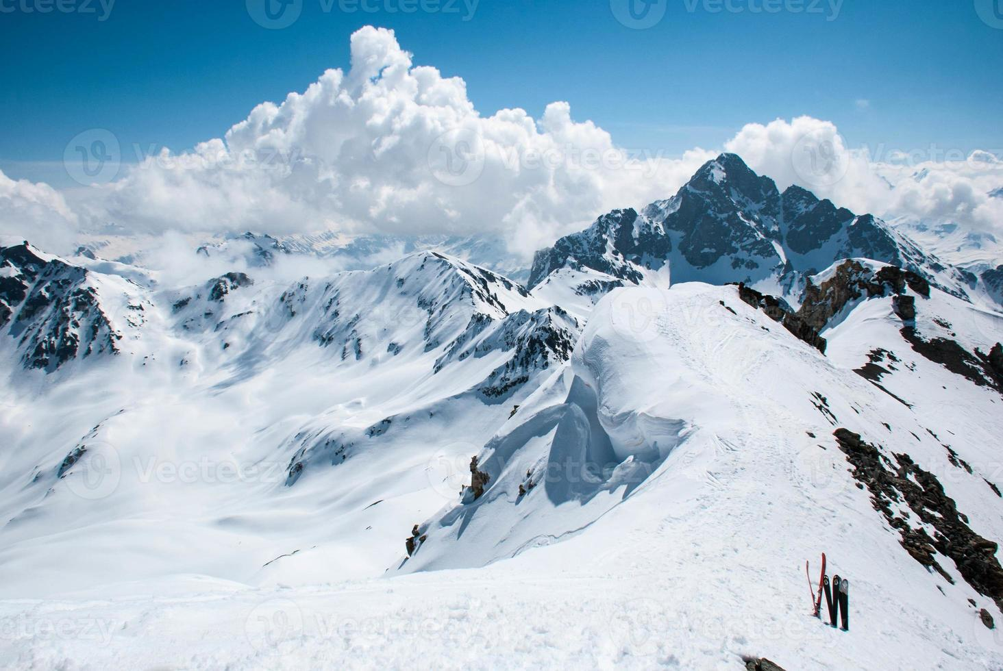 åka bergsbestigning i de schweiziska alperna foto