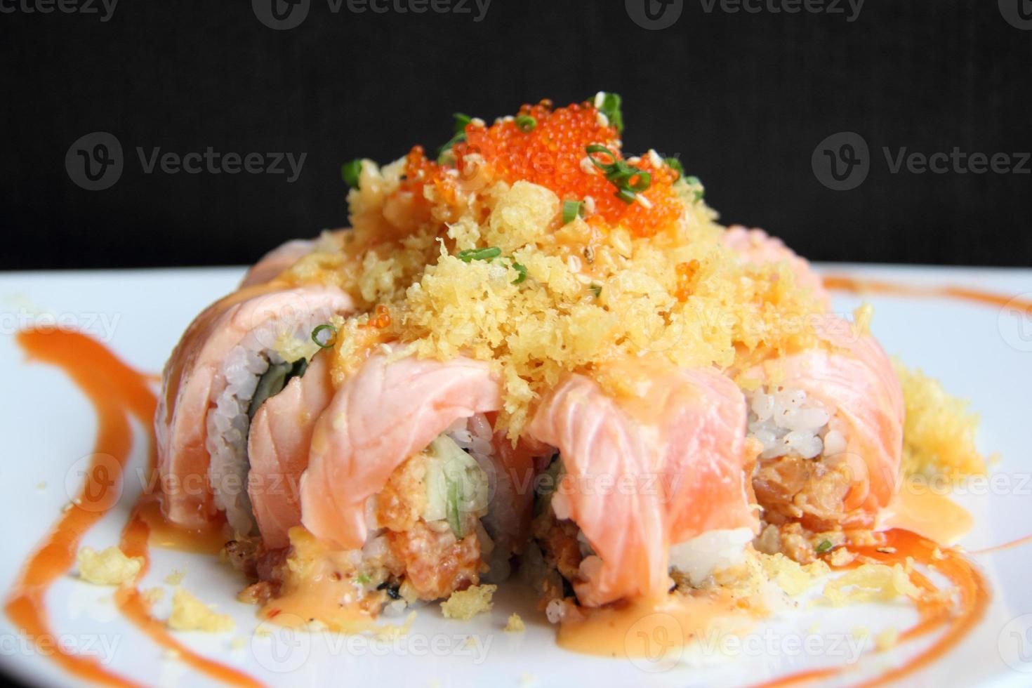 california maki sushi inuti hjärtsås foto