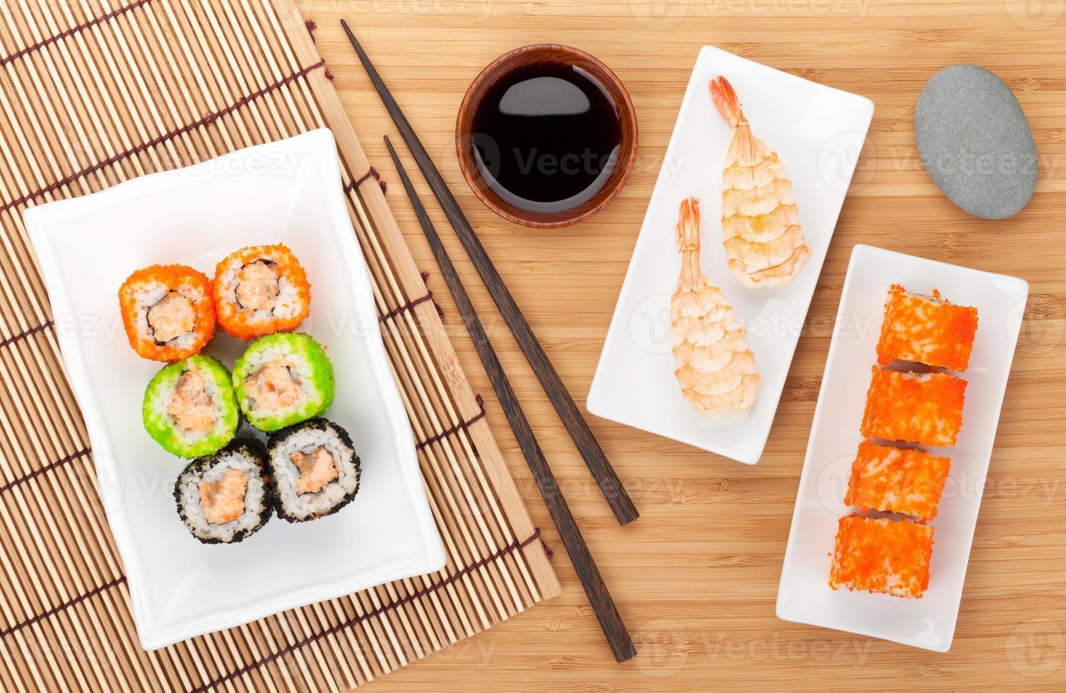 sushi maki och räkor sushi foto