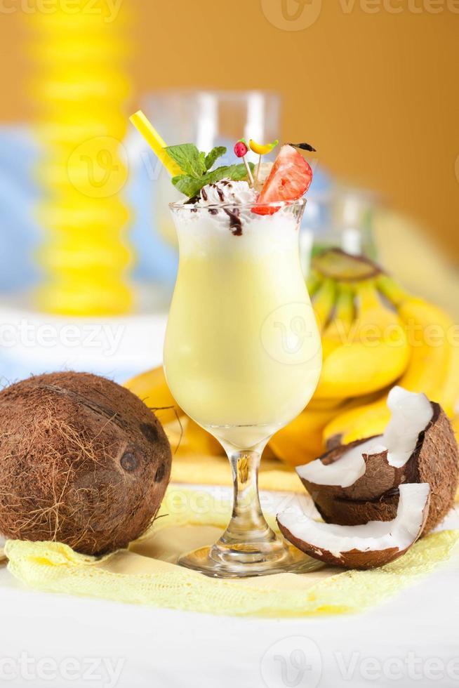 banancocktail med kokosmjölk foto
