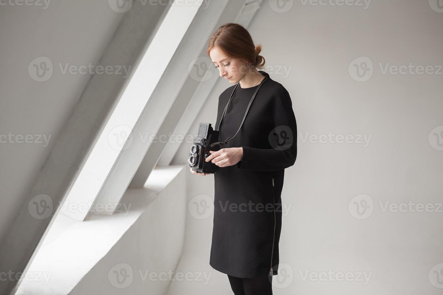 flicka med kamera foto