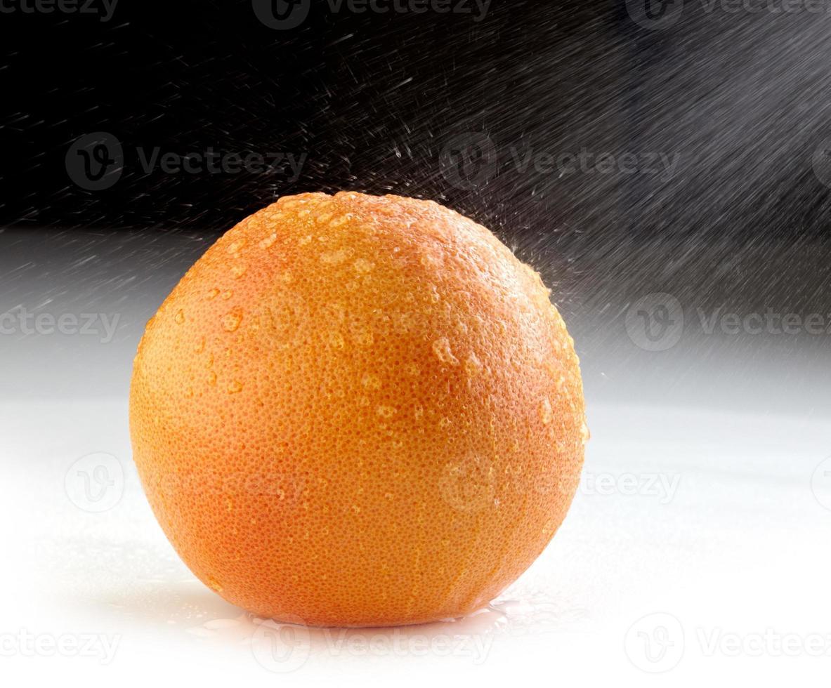färsk våt grapefrukt foto