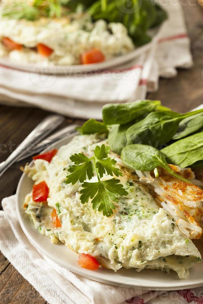 hälsosam spenat äggvita omelett foto
