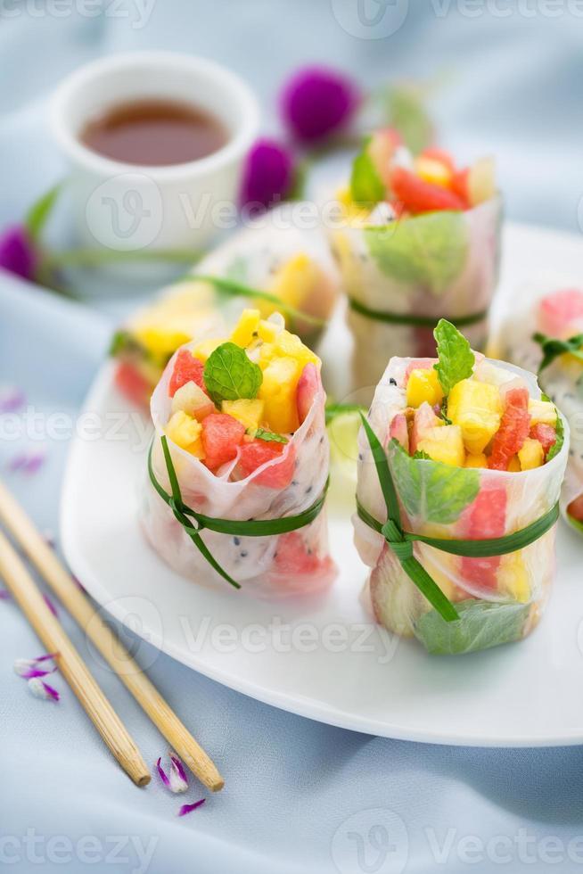 exotics frukt vårrullar foto