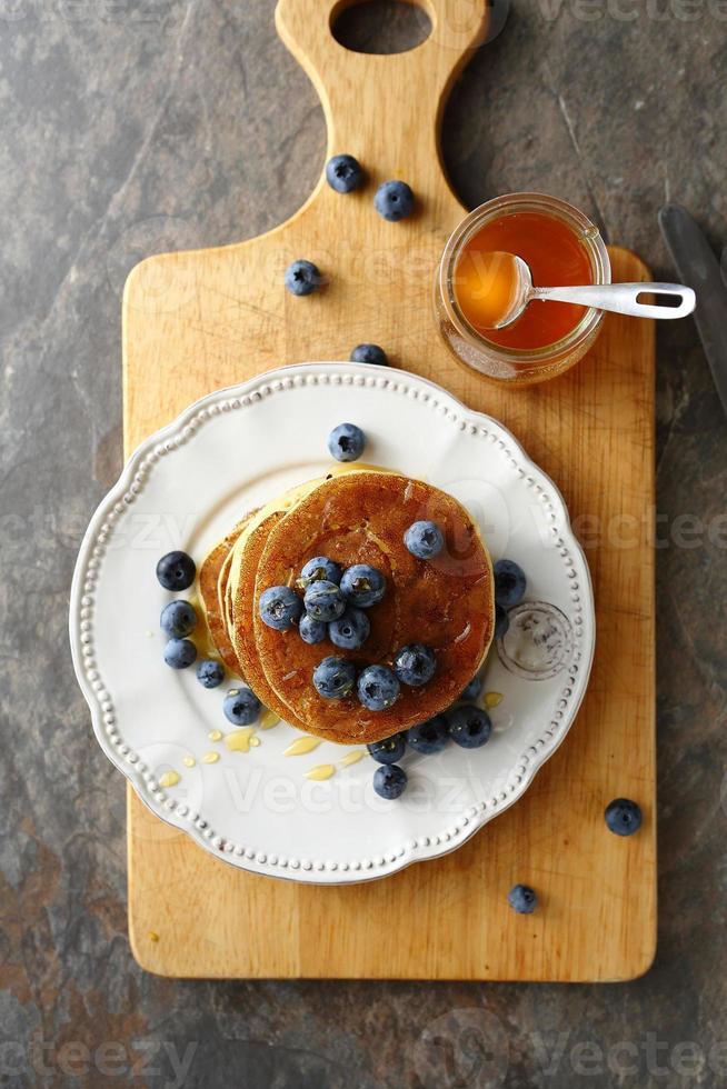 läckra pannkakor med blåbär foto