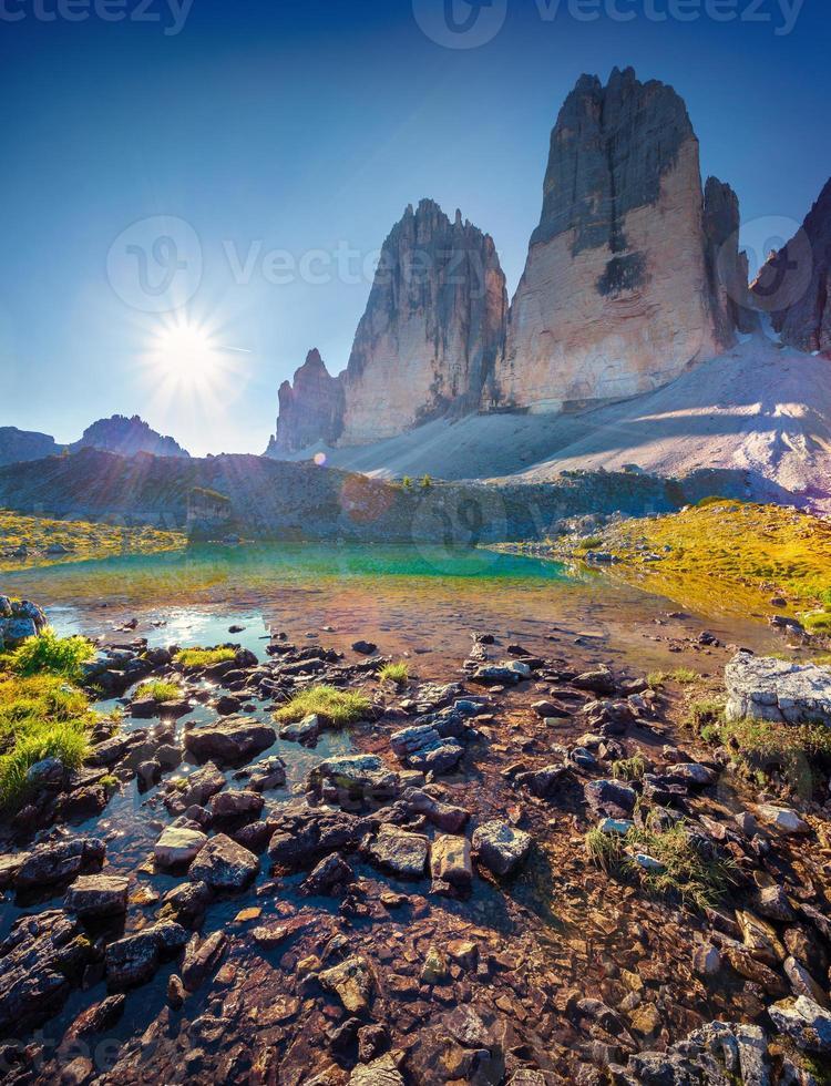 utsikt över den soliga lago rienza foto