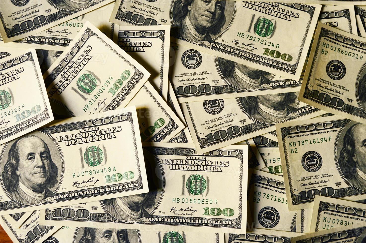 pengar högen $ 100 dollar räkningar foto