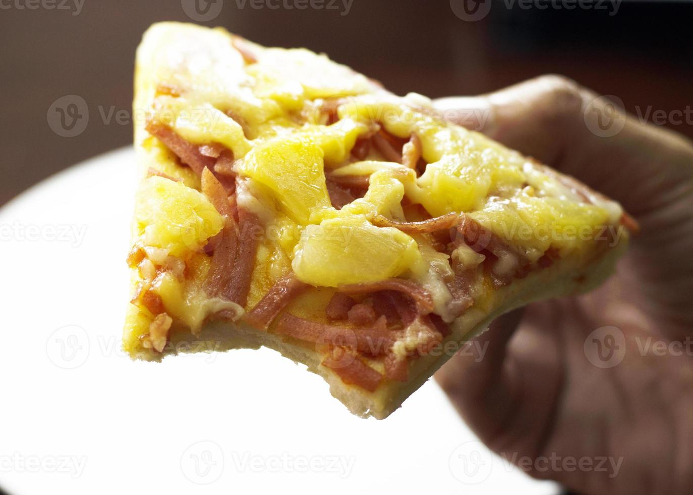 hawaiiansk pizza att äta foto