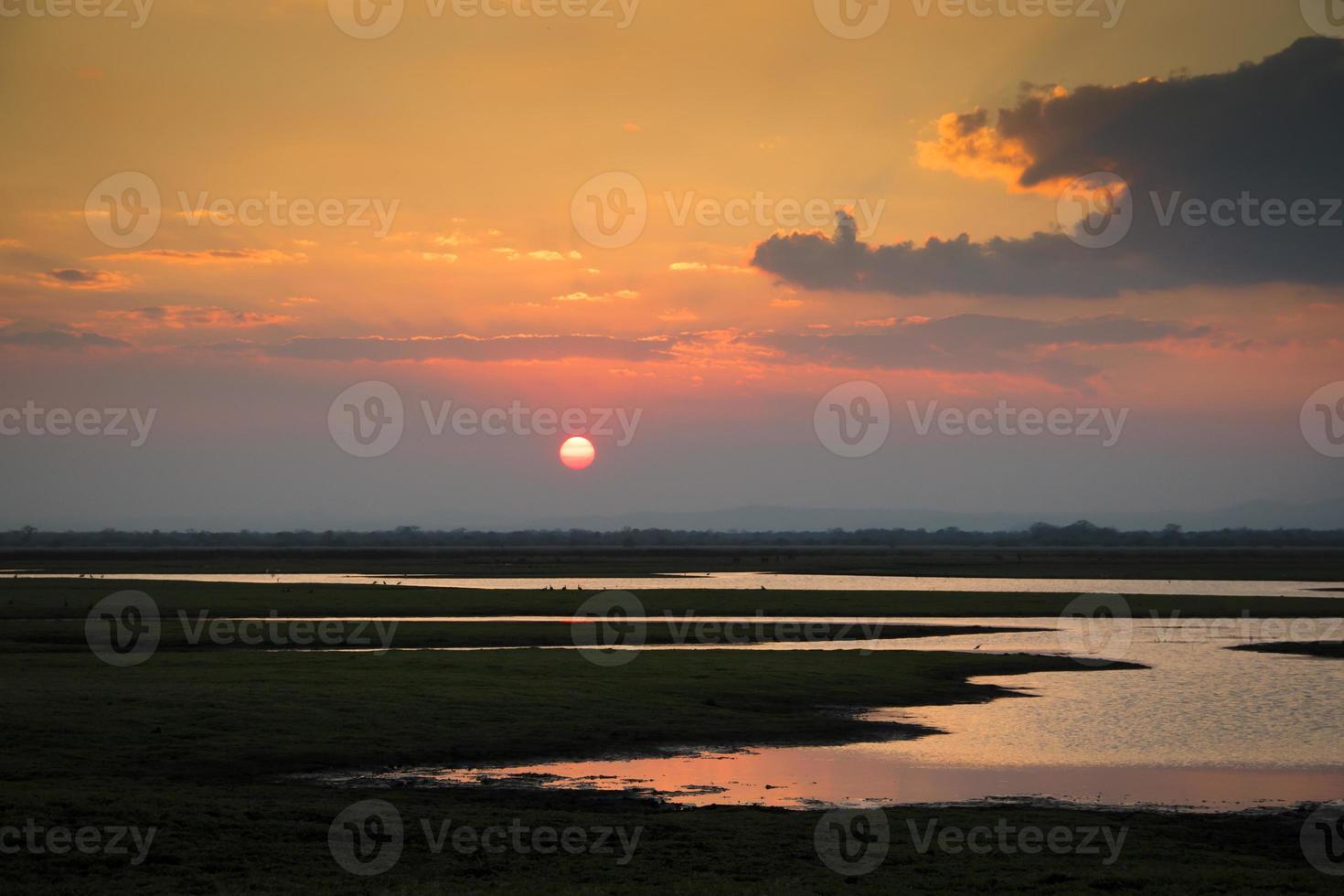 solnedgång över gorongosa nationalpark foto