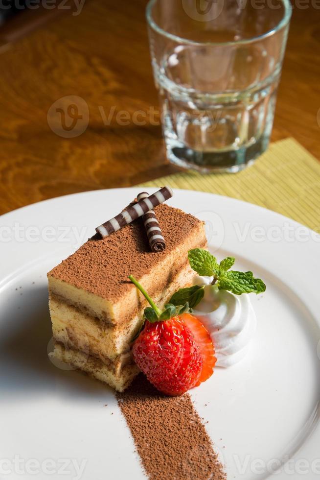 choklad svamp kaka jordgubbar foto