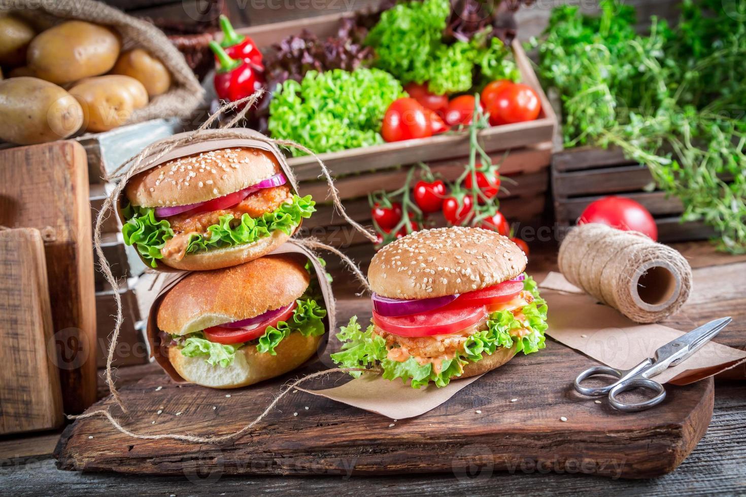 hemlagad takeaway hamburgare foto